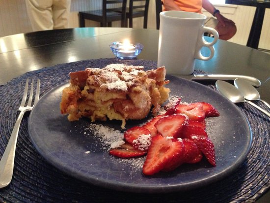Eddington House Inn: Amazing stuffed French toast!