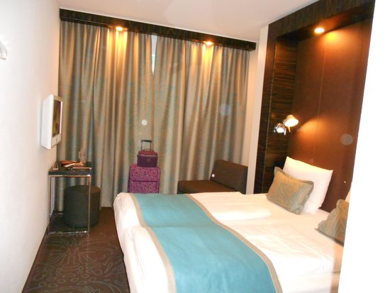 Motel One Stuttgart-Hauptbahnhof : Smallish rooms, but clean and comfortable