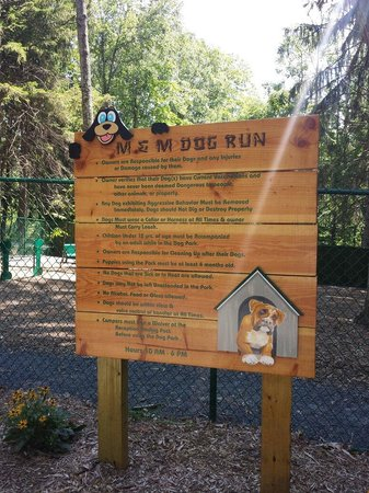 Mountain Vista Campground: Guidelines for the dog run.