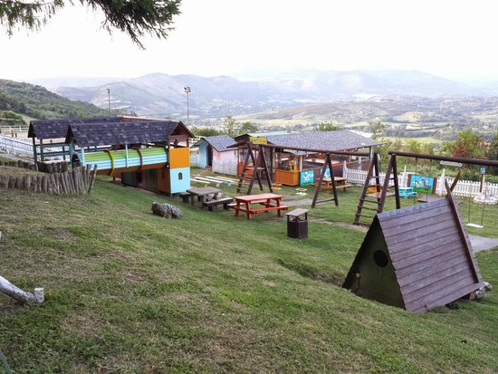 Agriturismo La Cerra: Parco giochi