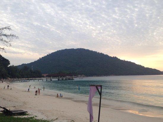 Perhentian Island Resort: Blick vom Strand zu Kecil Island