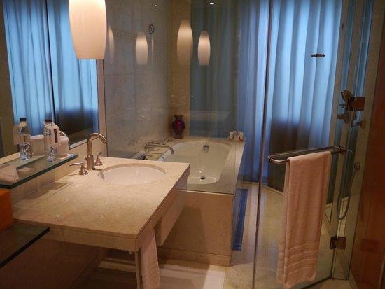 The H Dubai : Bathroom