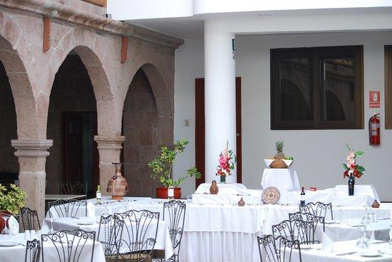 Terra Andina Colonial Mansion : Recibidor y desayunador