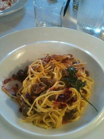 Restaurant Tyrol: Tagliolini freschi con ragù di cervo e mirtilli rossi