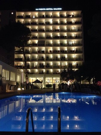 Fiesta Hotel Milord : Hotel at night!