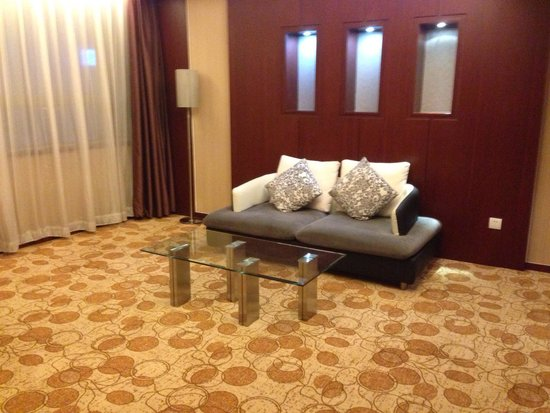 Pullman Beijing South : Small living room area.