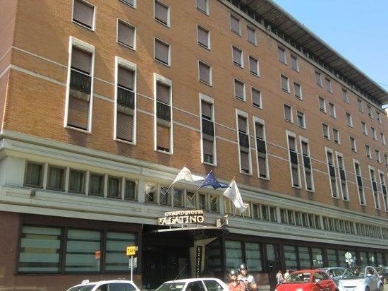 FH Grand Hotel Palatino: hotel entrance