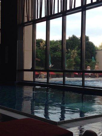 Hilton Evian-les-Bains: Piscines intérieure & extérieure