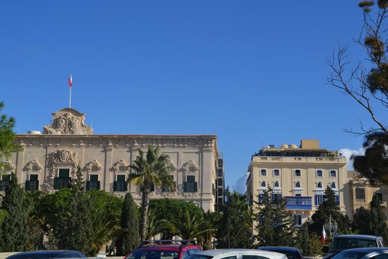 Castille Hotel: Hotel Castille, next to the President's Palace