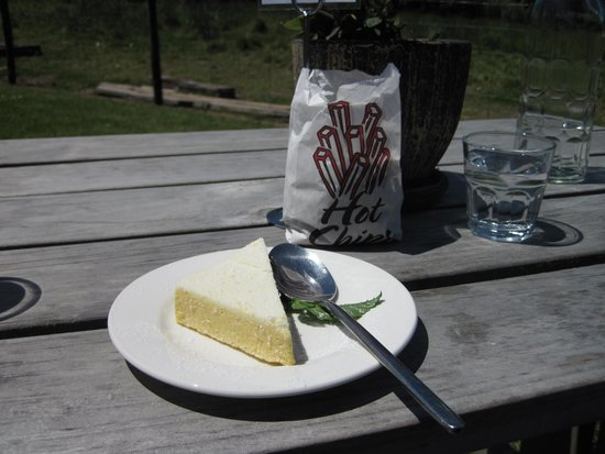 Catlins Cafe: Cake and Animal Feed