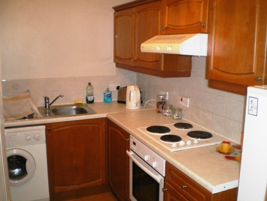 Rodney Street Apartments by Destination Edinburgh: very well equipped kitchen