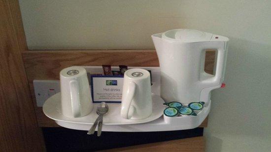 Holiday Inn Express Milton Keynes: HIX Milton Keynes - Tea/Coffee