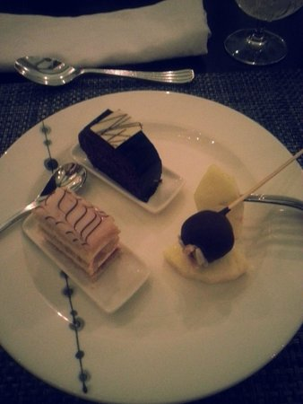 Hilton Capital Grand Abu Dhabi: Desservariationen....