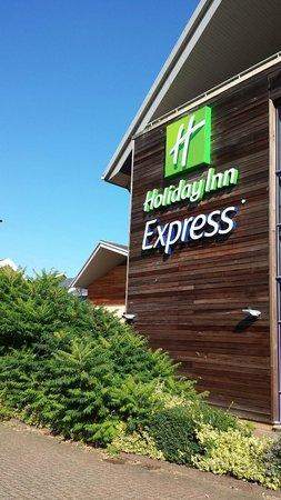 Holiday Inn Express Milton Keynes: HIX Milton Keynes - External view