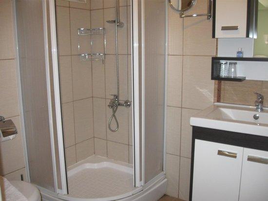 Dost Hotel : baño