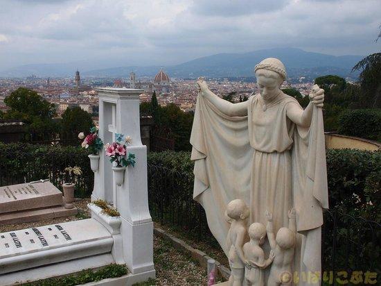 Basilica San Miniato al Monte: 教会からフィレンツェ市街を望む