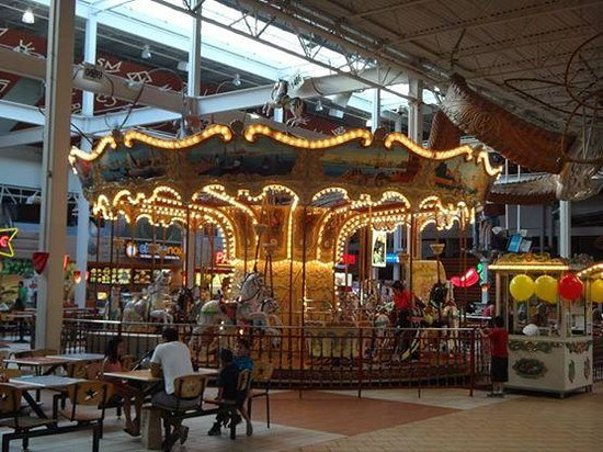 Grapevine Mills: Carousel in Food Court