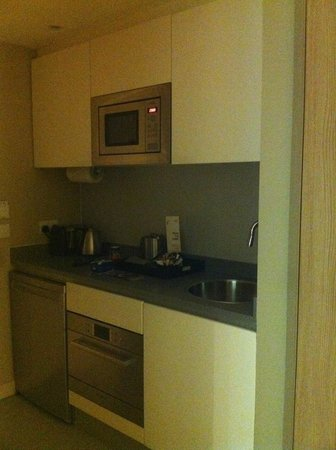 Residence Inn by Marriott Edinburgh: Kitchen Area