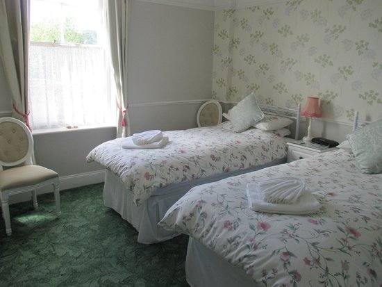 Crimdon Dene Guest House: Twin bedroom