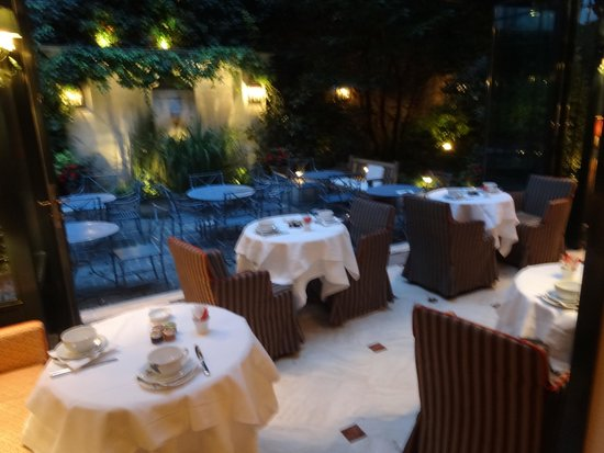 Hotel de l'Abbaye Saint-Germain: Dinning and relaxing area