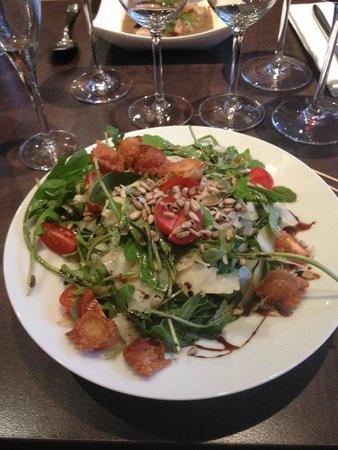 C'est Mon Plaisir : salade de roquette et copeaux de parmesan