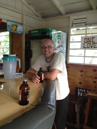 Collette's Bar: Coldest beer in Negril!!