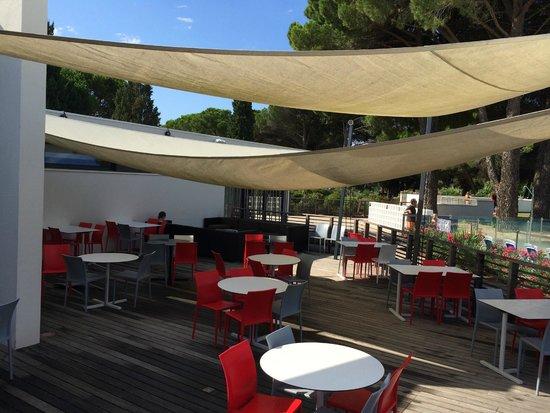 Belambra Clubs - Presqu'ile du Ponant: terrasse bar le B