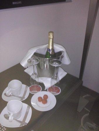Grand Hotel Bohemia : gentile omaggio dell'hotel al mio compagno di stanza per il suo compleanno