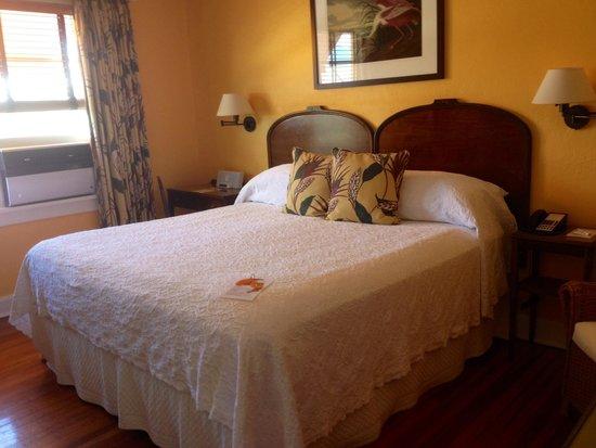 Colony Hotel and Cabana Club: King room