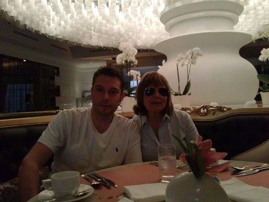 Lotte Hotel Moscow: desayunando