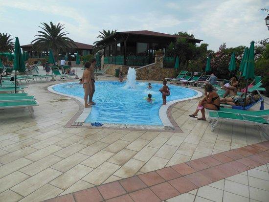 Club Hotel Marina Beach: Piscina idromassaggio
