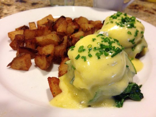Megg's Cafe: Crab cakes Benedict