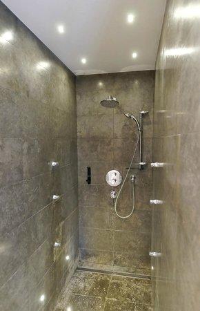 Les Jardins de Lois : la douche