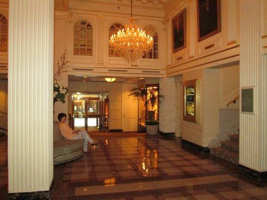 Hotel Monteleone: Hotel Monteleon French Quarters entrance/lobby