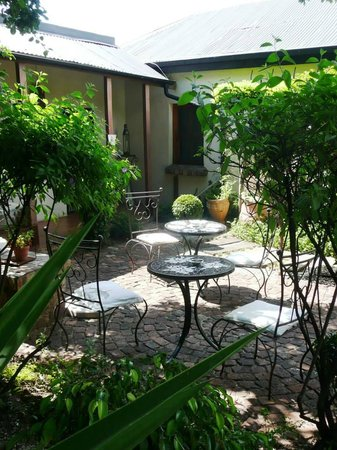 84 on Fourth Guest House : Our stunning garden area, perfect for having coffee or breakfast