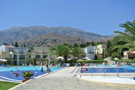 Pilot Beach Resort: Swimming Pool