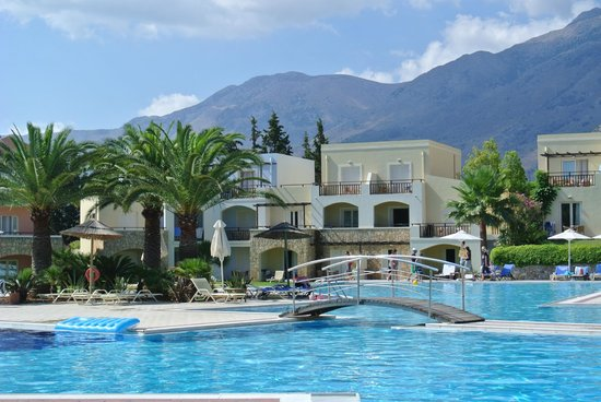 Pilot Beach Resort: View of one of swimming pool