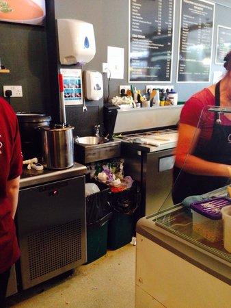 Cobbs Cafe: Overflowing bin, filthy floor.