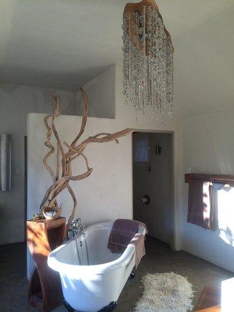 Qambathi Mountain Lodge: Suite bathroom