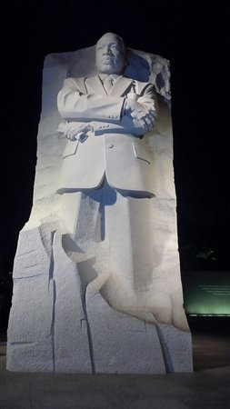 Martin Luther King, Jr. Memorial : Most beautiful at night!
