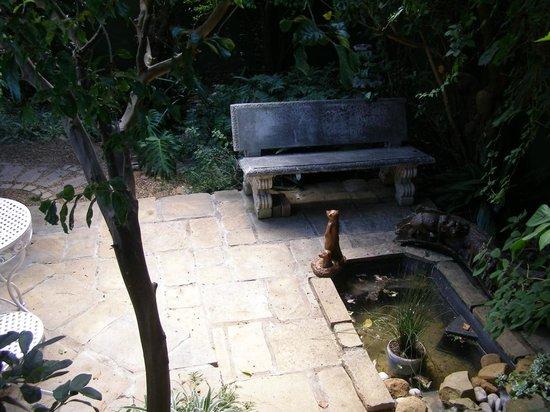 Cheriton Guest House B&B: hidden garden place