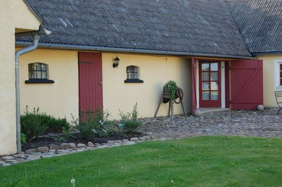 Qverrestad Gard: Gårdsrom