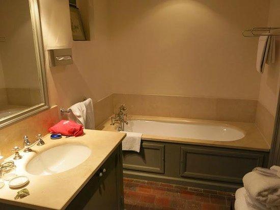Baumanière les Baux de Provence : Bathroom