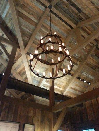 Artisanal Restaurant: Beautiful lighting