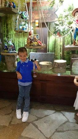 Disney's Sequoia Lodge : Leo with his slush x