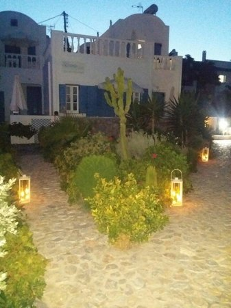 Ocean Bay Suites: Ocenais bay giardino la sera