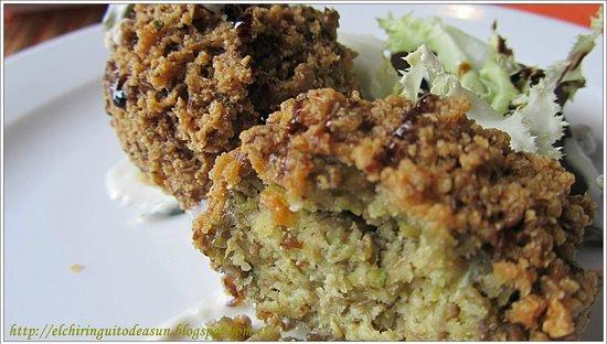 Vegetarian El Calafate: Falafel de lentejas con salsa de yogur.