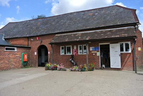 Entrance Picture Of Arniss Equestrian Fordingbridge