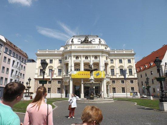 Slovak National Theatre: Национальный театр на на площади Гвездослава