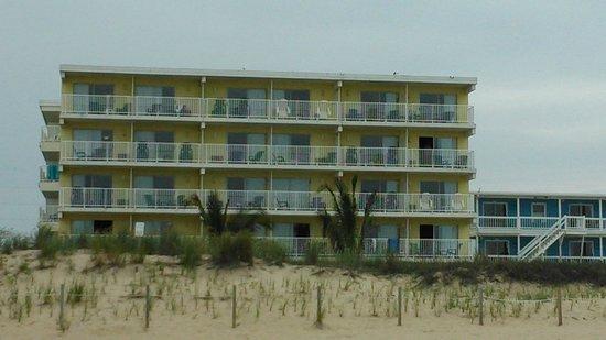 Atlantic Oceanfront Inn: Front of the hotel